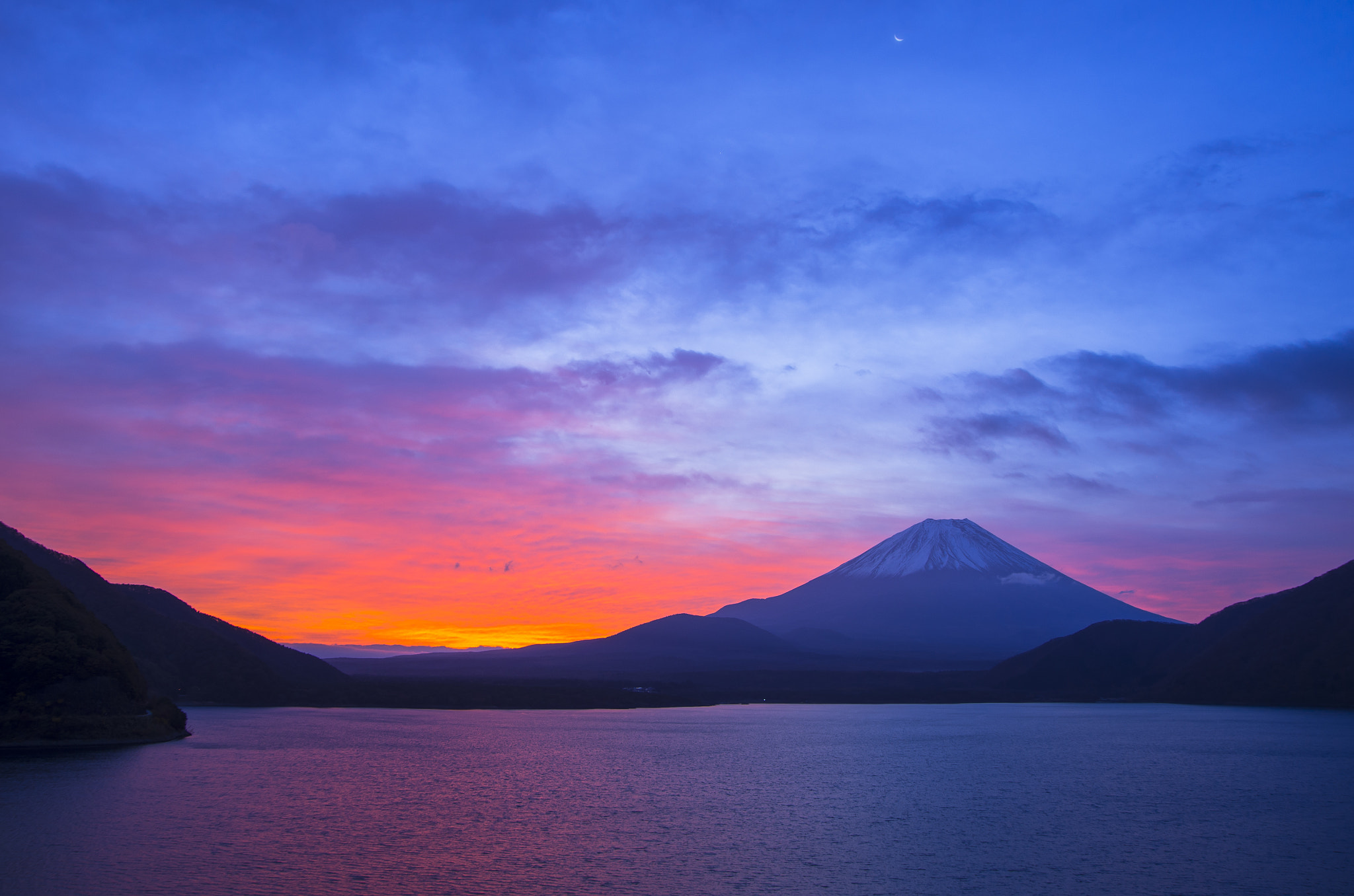 Photograph Dawn of Mt. Fuji with crescent moon by Hidetoshi Kikuchi on 500px