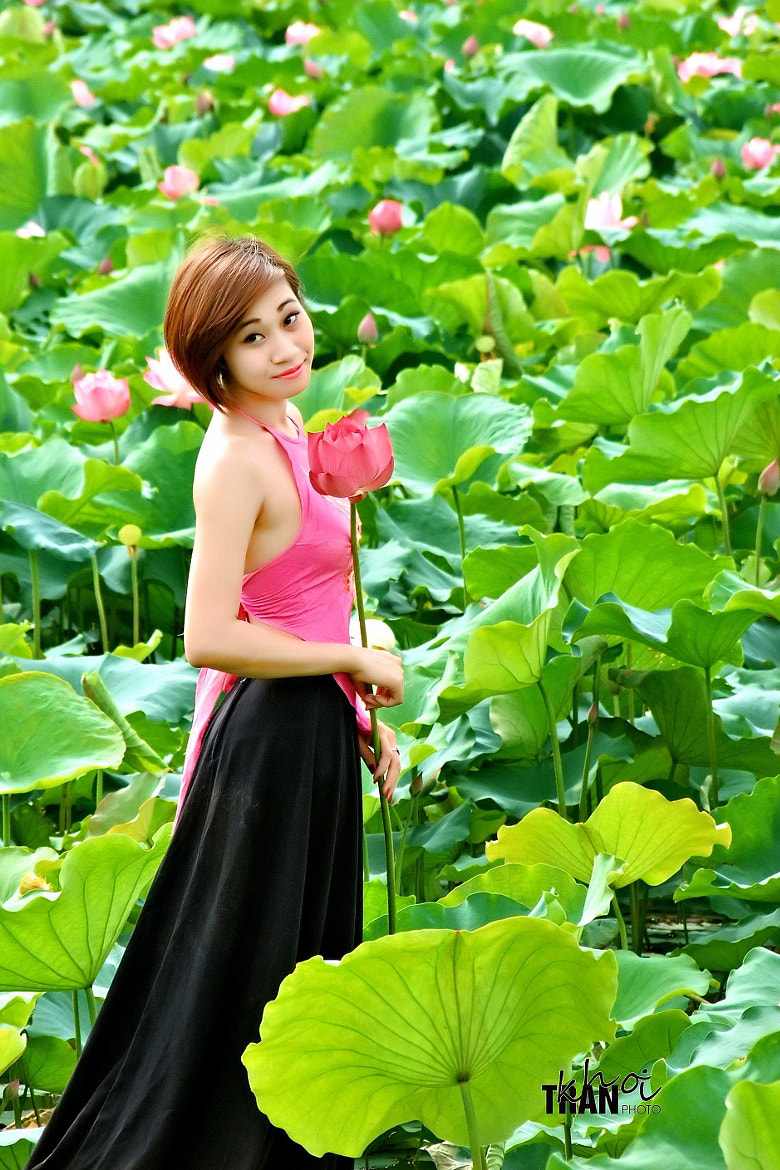 Photograph The girl in the lotus lake by Khoi Tran Duc on 500px