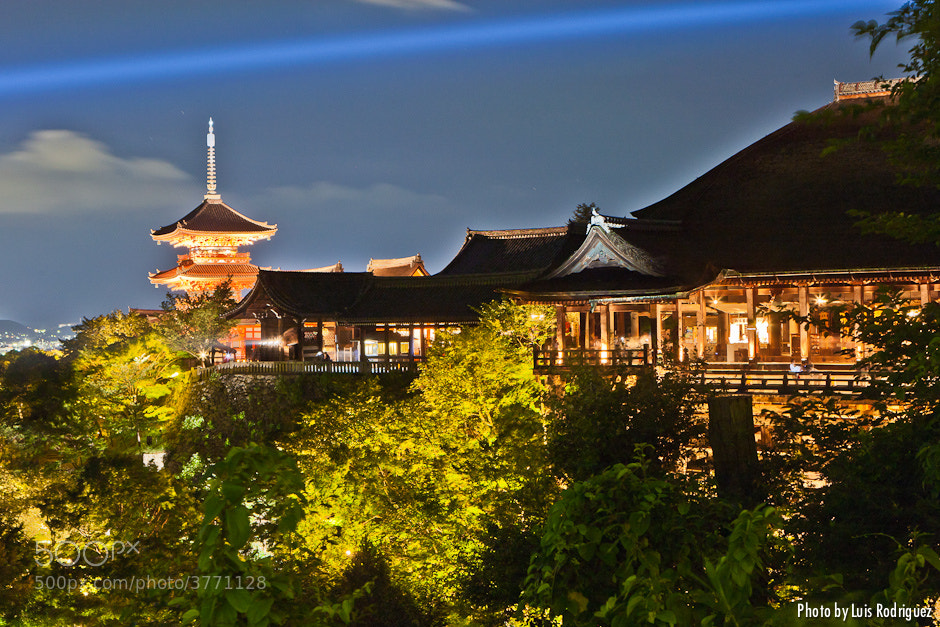 Photograph Kiyomizudera at night by Luis Rodríguez on 500px