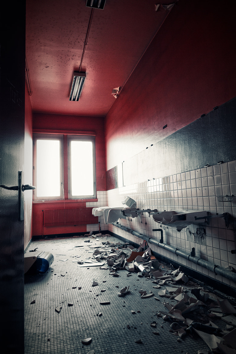 Photograph The Red Room by François Reiniche on 500px