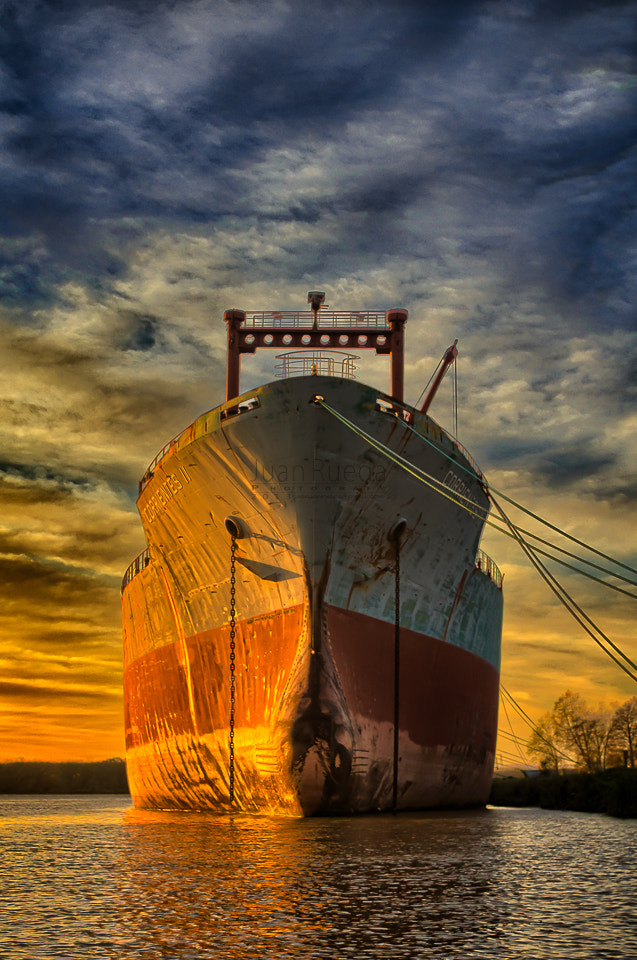 Photograph Face to Vessel by Juan Rueda on 500px