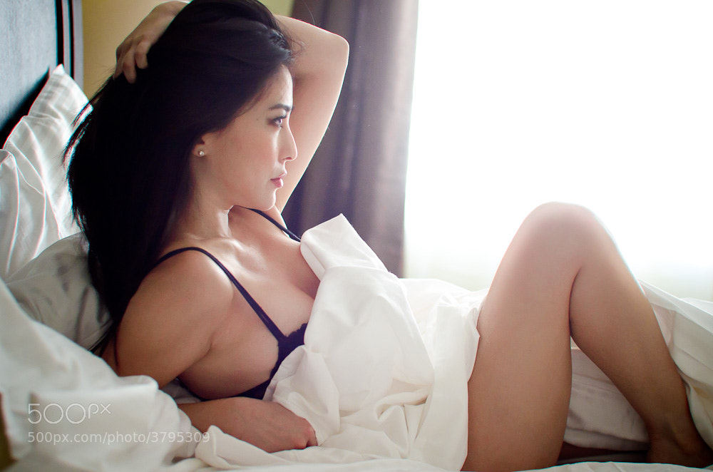 Photograph Sueann in bed by Harry Lang on 500px