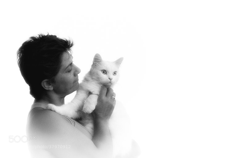 Photograph Anabel and cat by Juanra Díaz on 500px