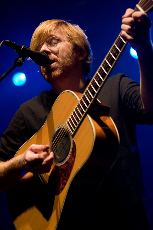 Trey Anastasio performs a solo acoustic at Barton Hall, Cornell University on November 4, 2006.