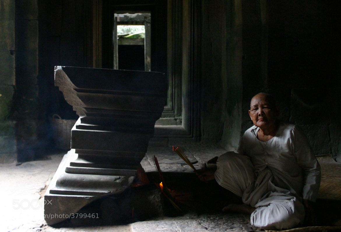 Photograph Ofrenda en Angkor Wat by Jose Dey on 500px