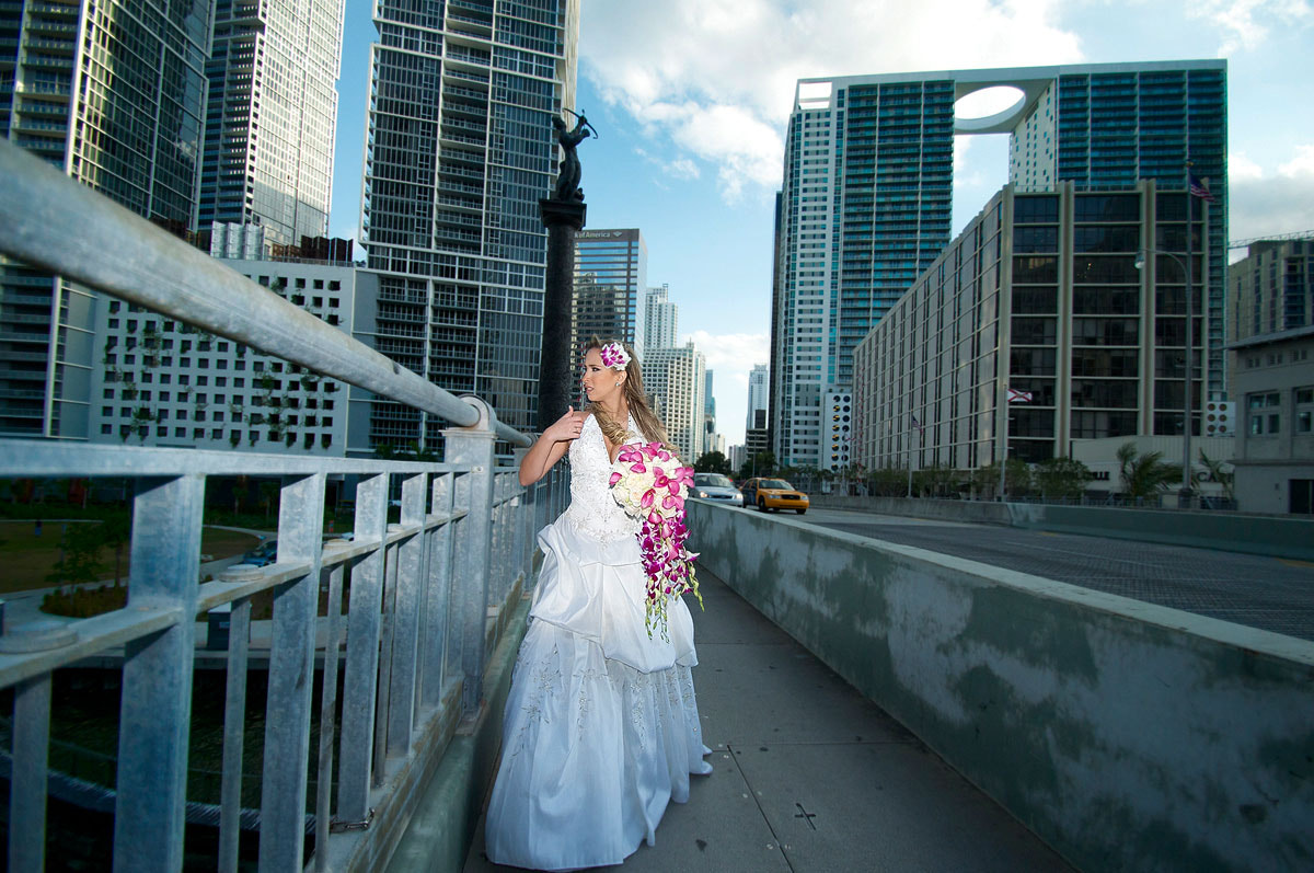 Photograph Urban Bride by Jan Freire on 500px