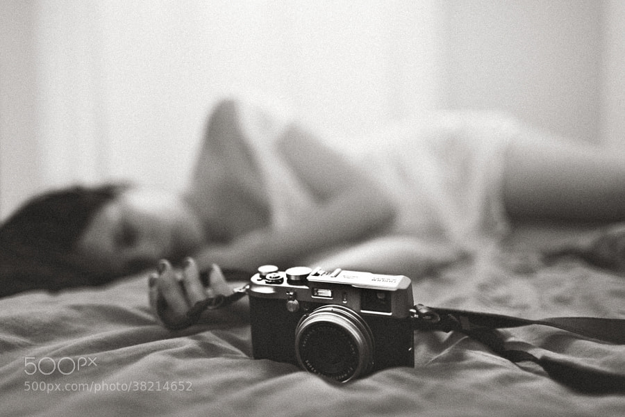 bedroom photo - La photographe by Benoit COURTI