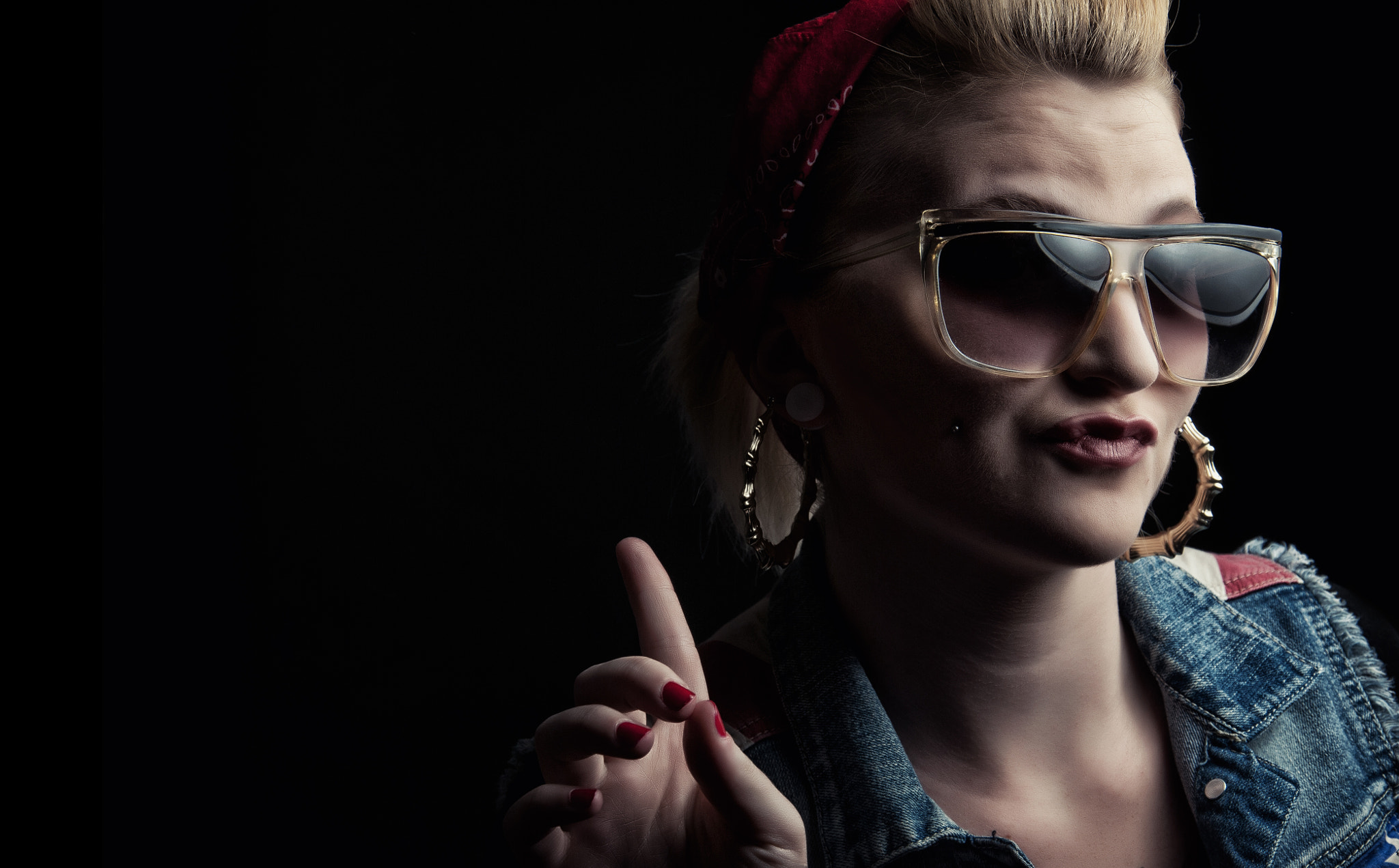 Photograph hollaback girl  by Robert Thompson on 500px