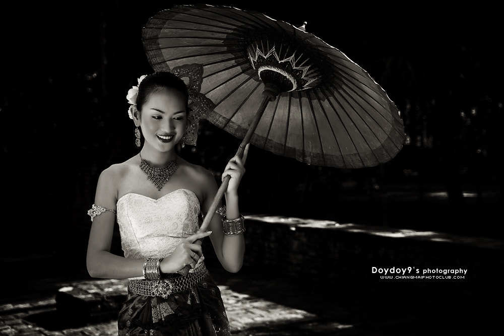Photograph Northern Thai women in clothing applications in the past # 2 by Doy Pdamobiz on 500px