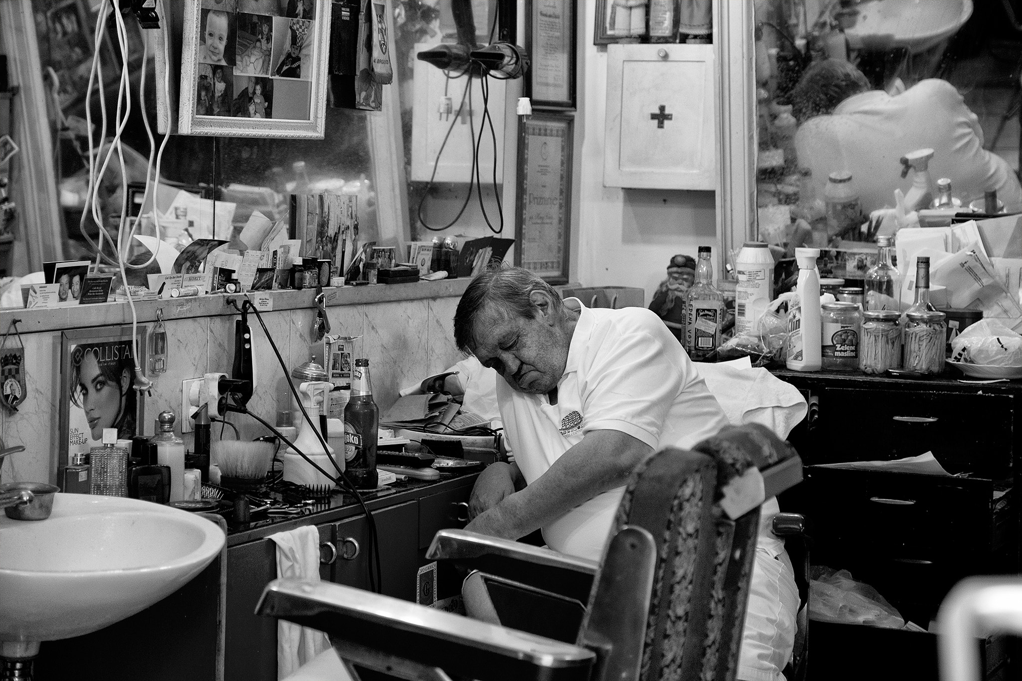 Photograph The barber by Gyuri Szanto on 500px