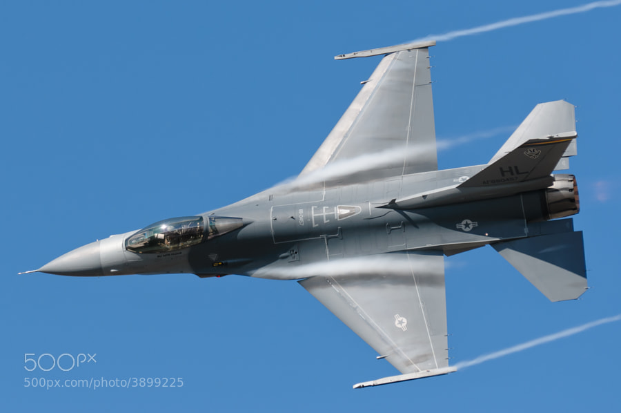 F-16C Fighting Falcon demonstration by the Viper East team.