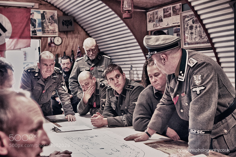 German SS Officers & Grenadiers inside a commandeered Nissen hut devise a plan to assault an allied emplacement.