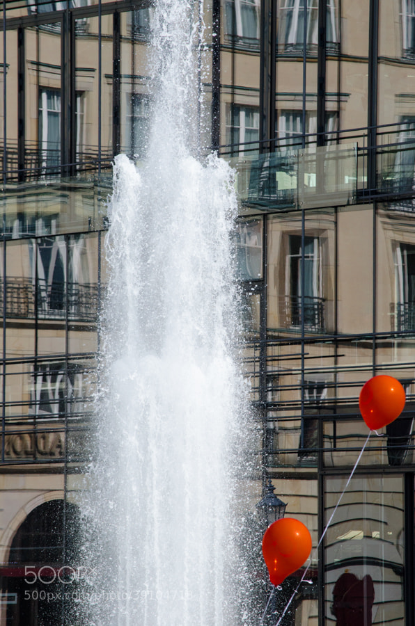 Photograph reflection or 2 red balloons by Gunter Werner on 500px