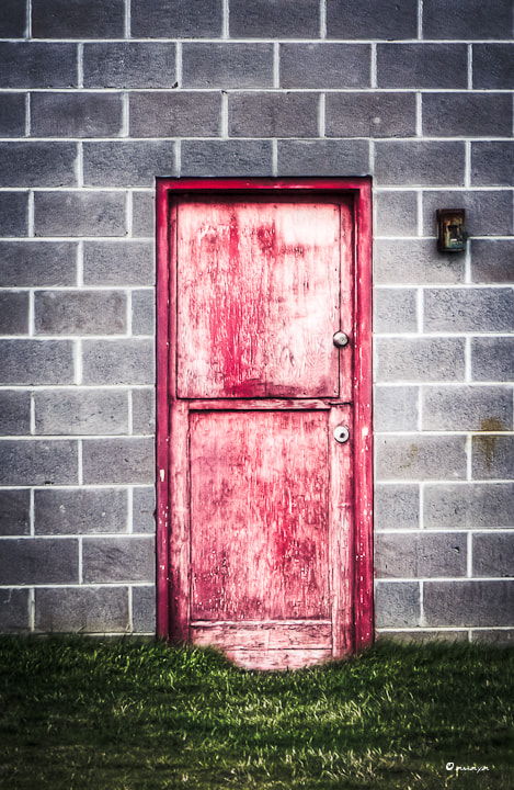 Photograph red door by Crystal Amaya on 500px