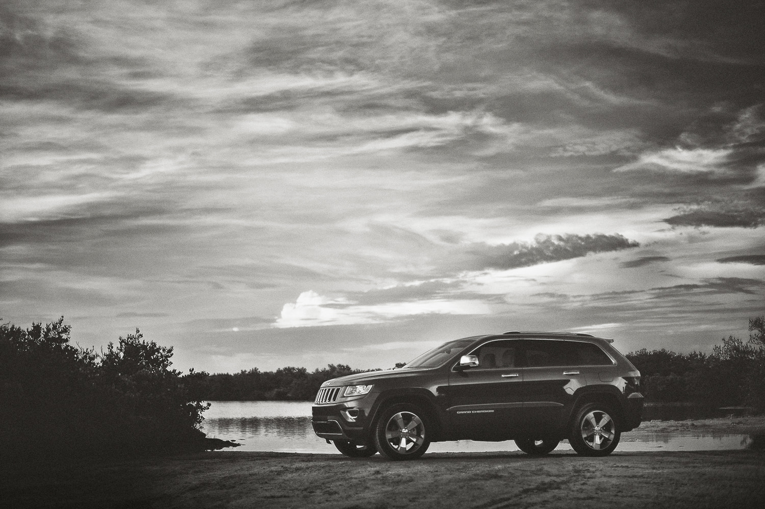 Photograph Jeep Grand Cherokee by Luke Bhothipiti on 500px