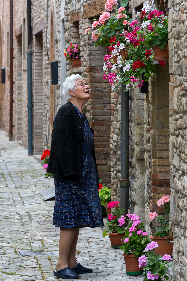 Photograph Woman & flowers by Giuseppe Muccioli on 500px