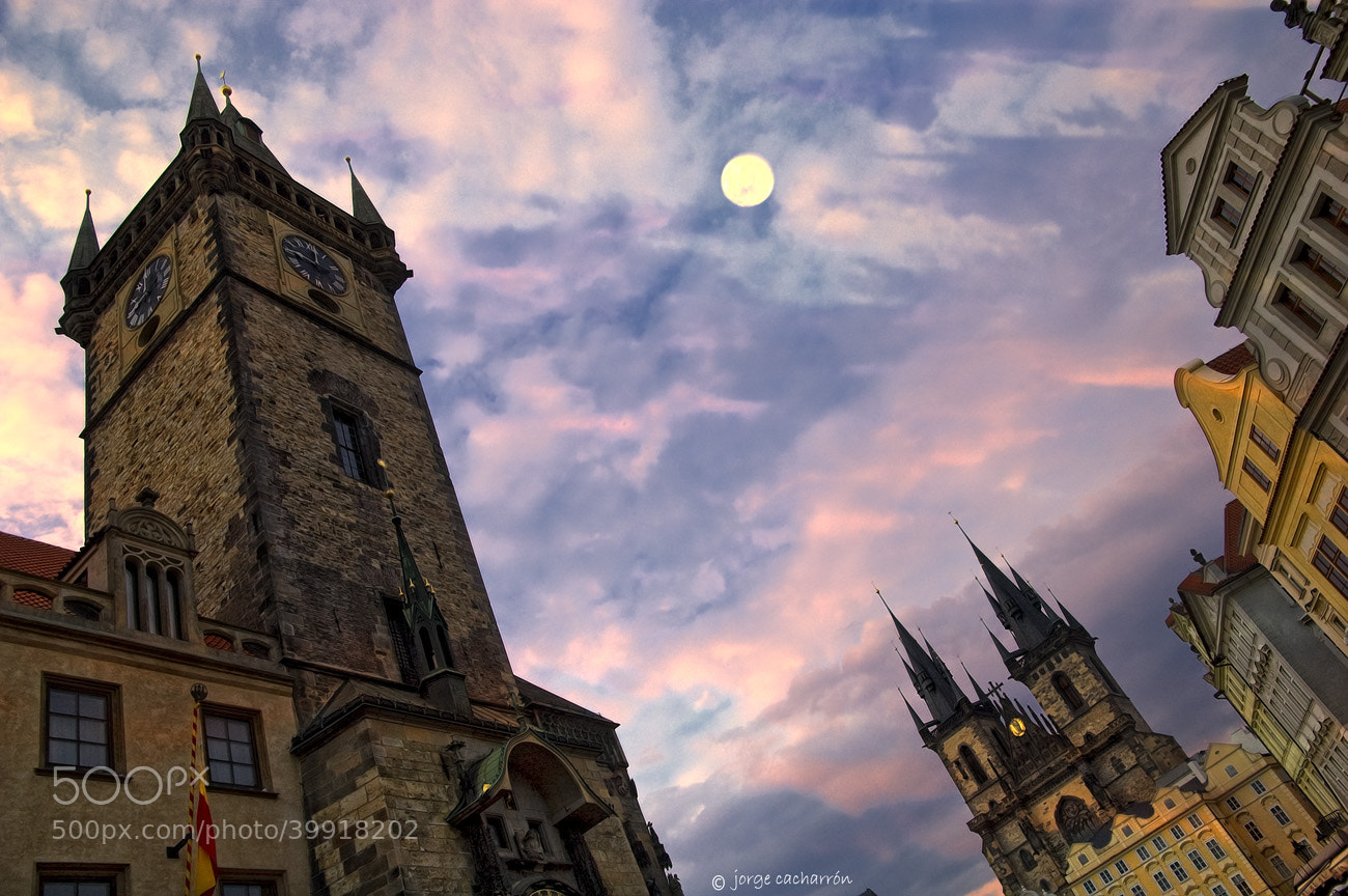 Photograph La luna de Praga by Jorge Cacharrón on 500px