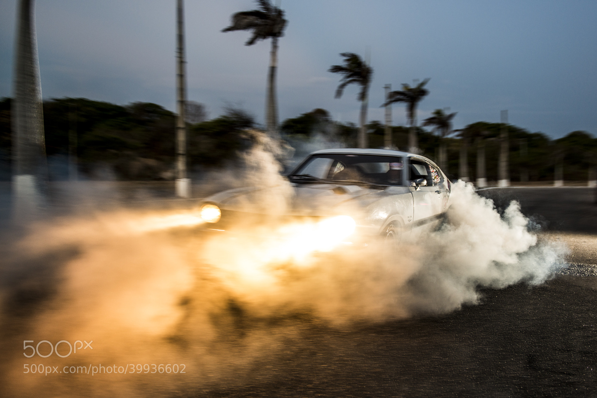 Photograph V8 Maverick by Victor Eleutério on 500px