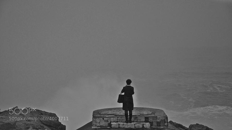 Gracias a las sabias palabras de Magín Ramos, le cambio el nombre. No había reparado yo en el cuadro de Friedrich 'Viajero frente al mar'. Cosas de la vida... http://www.spanisharts.com/history/del_neoclasic_romant/romant_friedrich.html