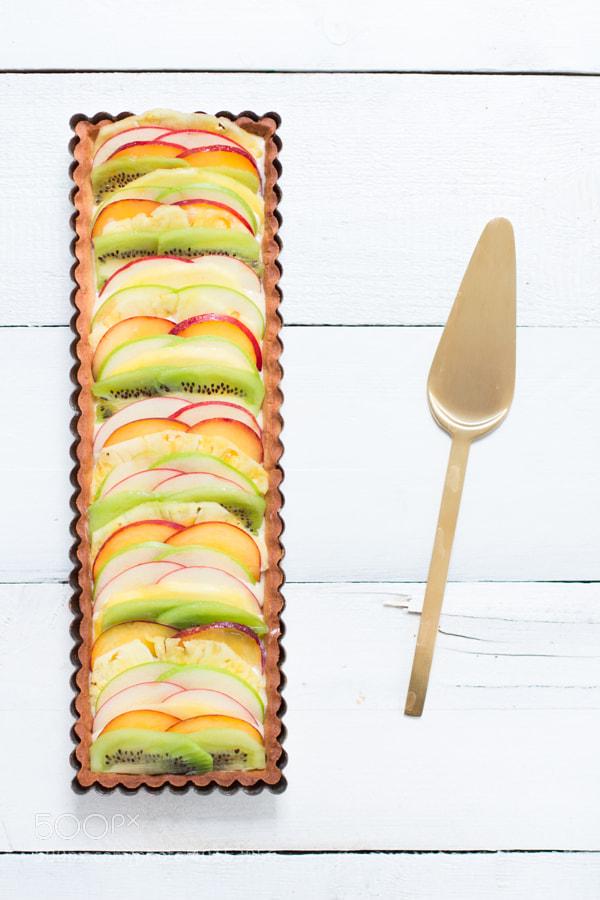 Photograph Tarte au carpaccio de fruits, crème pâtissière légère vanillée by Julie Longet on 500px