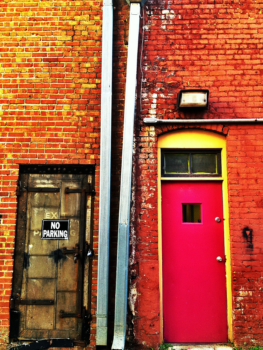 Photograph Red Door by Ethan Abelov on 500px