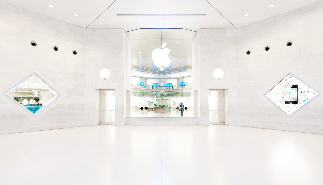 Photograph Apple Store Louvre by Johannes Heuckeroth on 500px