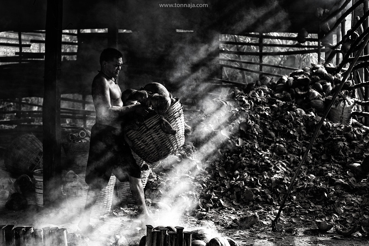 Photograph A worker by Tonnaja Anan Charoenkal on 500px