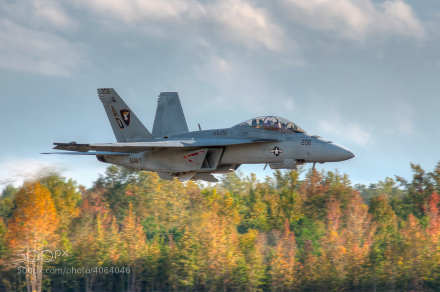F/A-18F Super Hornet pulls its gear up at the end of a simulated wave-off during the Great Georgia Airshow