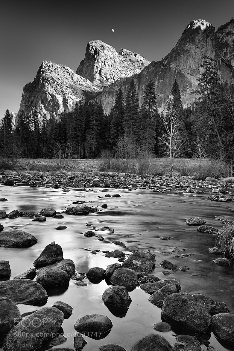 Photograph Rising Moon over Yosemite by Stefan Bäurle on 500px