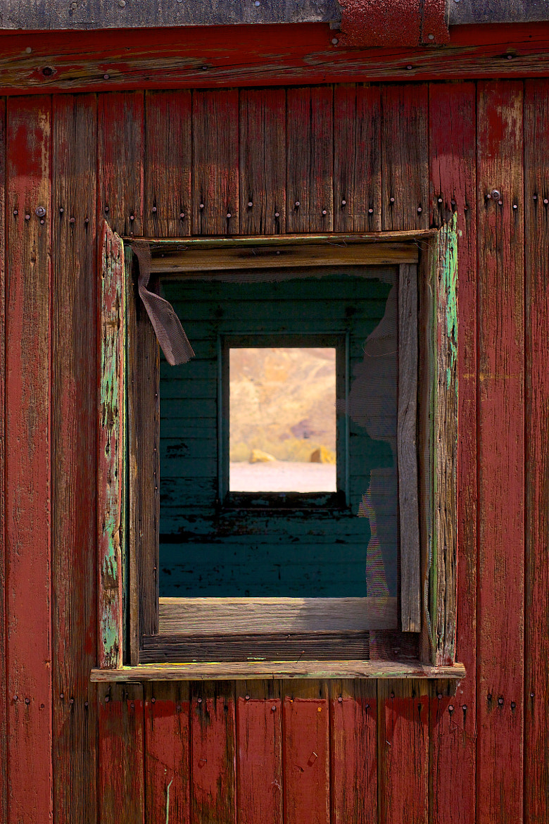 Photograph Thru the train by mitch aunger on 500px