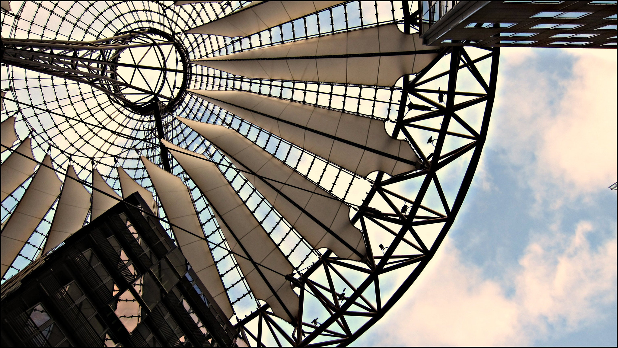Photograph Sony Centre Wings by Øle Gulichsson on 500px
