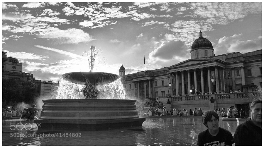 A fine evening to be hanging out in Trafalgar Square.