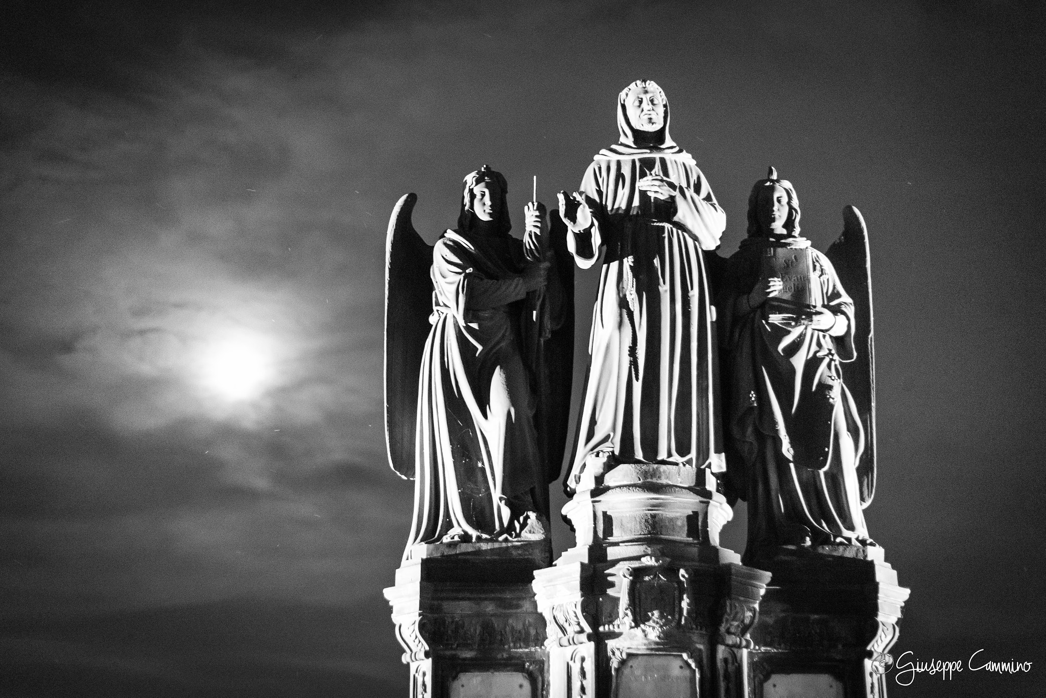 Photograph Statues and the moon by Giuseppe Cammino on 500px