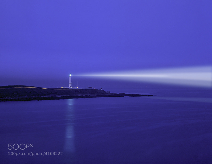 LIGHTHOUSE AT NIGHT AT GIRDLE NESS NIGG BAY ABERDEEN SCOTLAND.