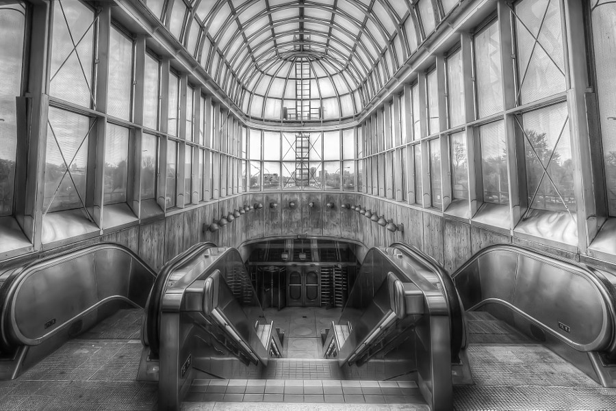 Yorkdale Subway Station - B&W