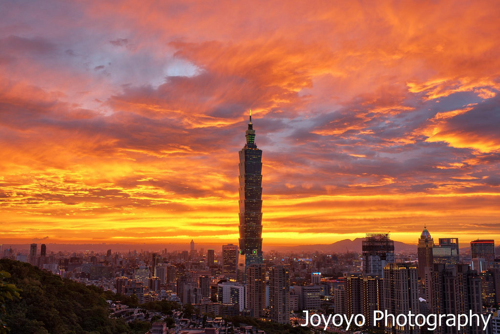 Photograph Golden sunset and Taipei 101 by Yong-Cyuan Chen on 500px