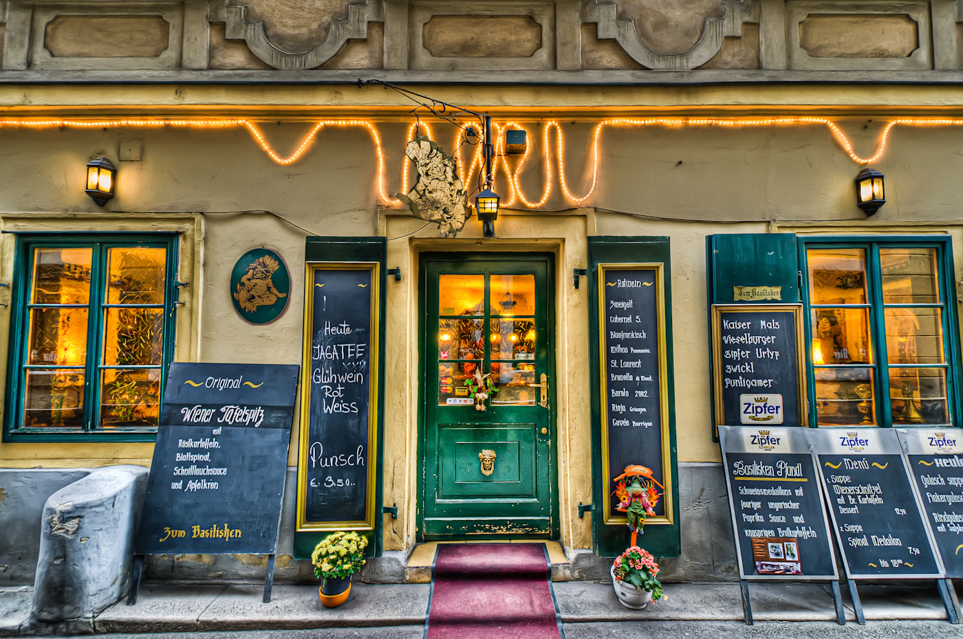 Photograph restaurant in Vienna by Paul Werner Suess on 500px