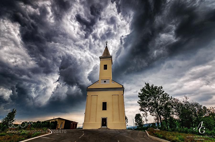 Storm descends upon the Križpolje village in Lika