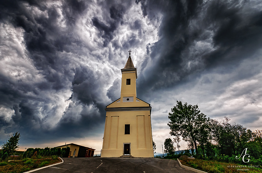 Storm descends upon the Križpolje village in Lika