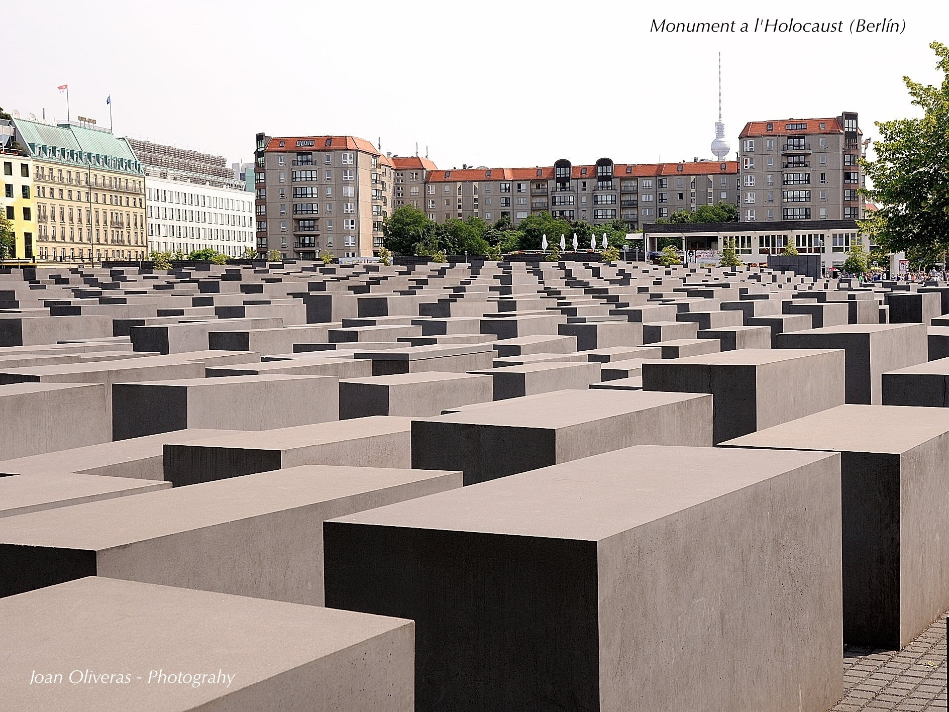 Photograph Monument a l'Holo by Joan Oliveras on 500px