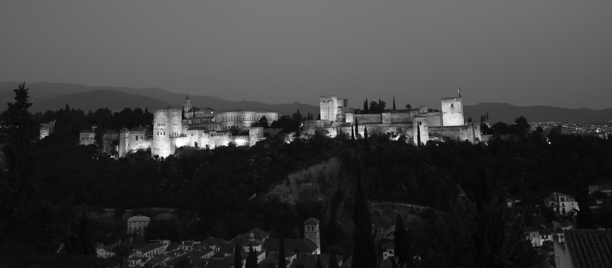 Photograph La Alhambra nocturna by Little Lune on 500px
