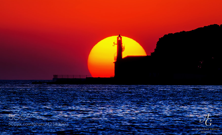 Our relentless ball of hydrogen and helium sets behind the Puntamika lighthouse in Zadar