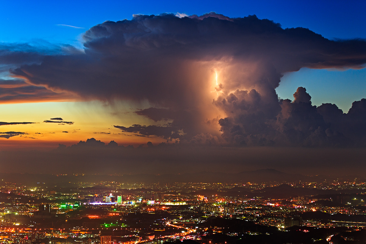 Photograph The lightning in sunset clouds by baji zhh on 500px
