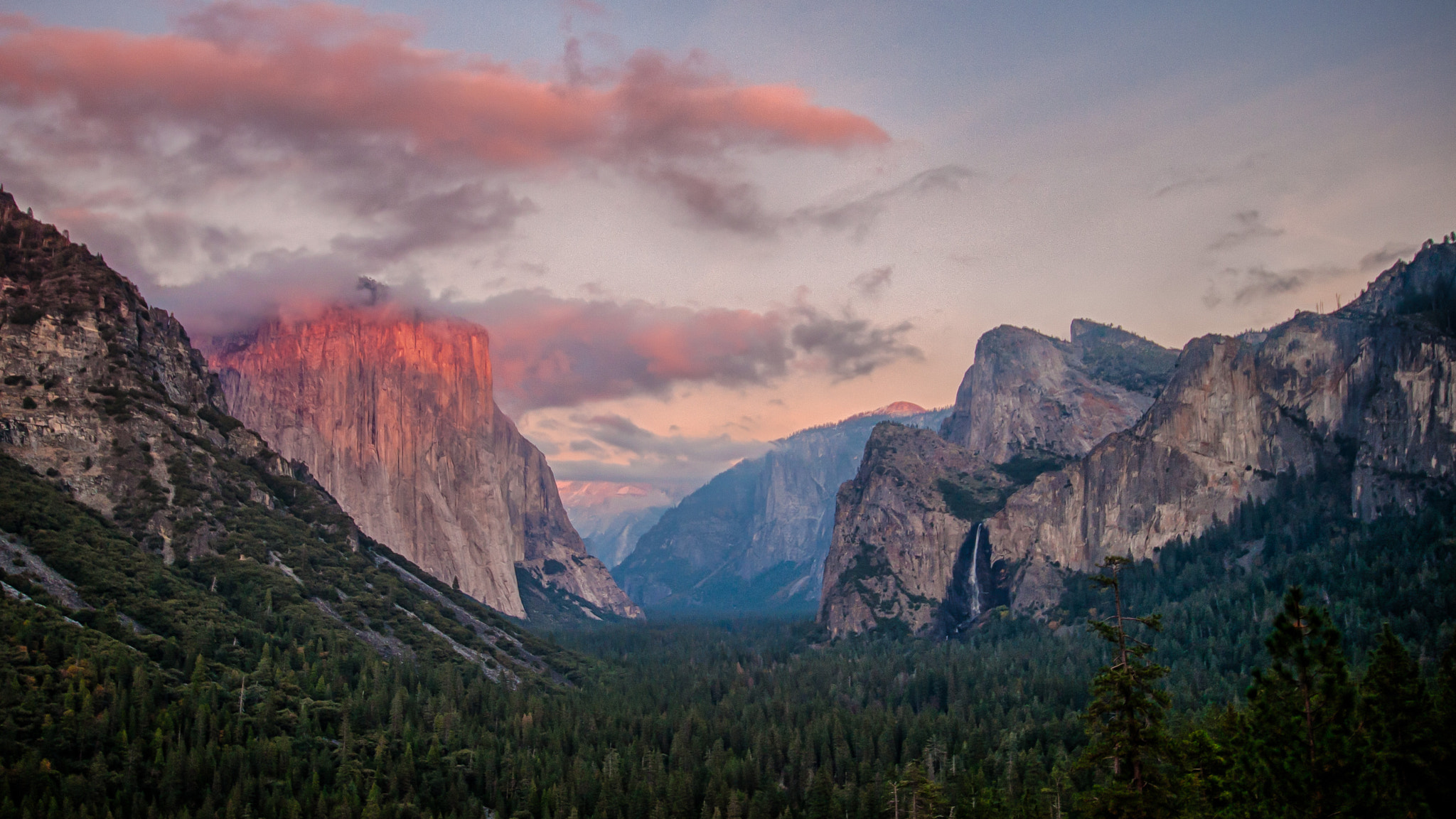 Photograph Yosemite valley at Sunset by Sébastien Trudeau-Dion on 500px