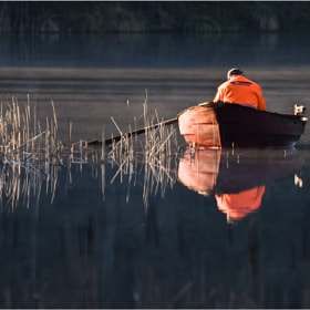 The orange fisherman por Sergej Mariskin