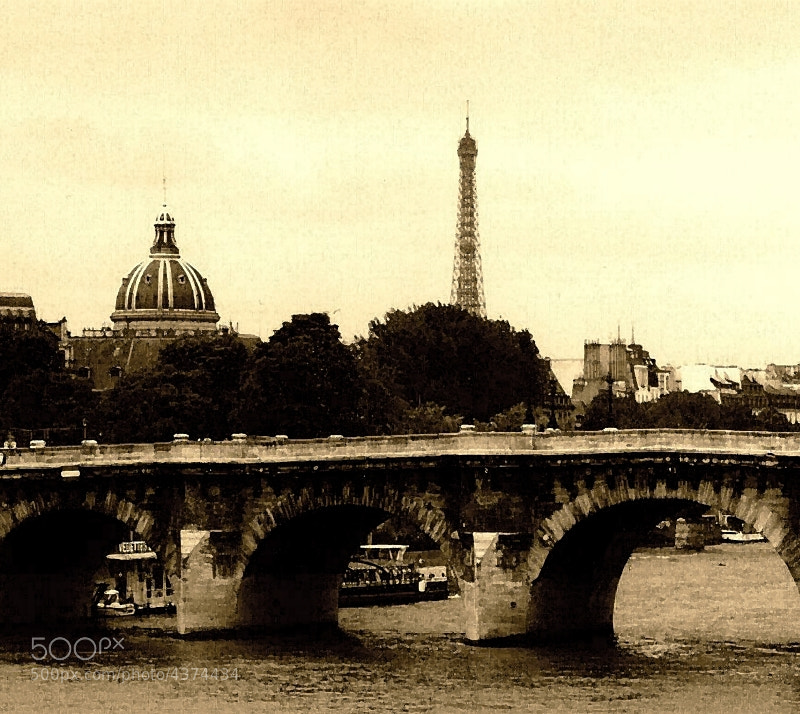 Photograph Paris in the Square by Leonard Rosenfield on 500px