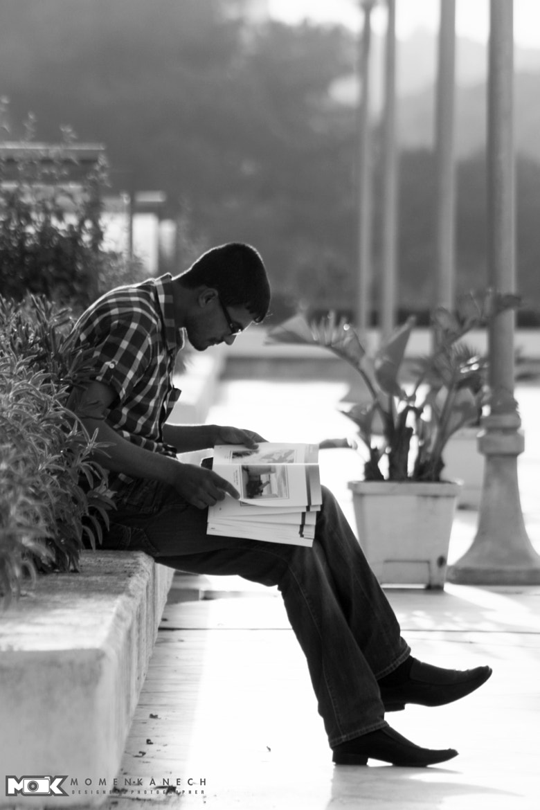 Photograph Reading the best thing by Momen Kanech on 500px
