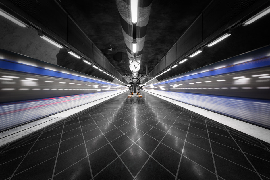 Photograph Too fast - Tunnelbana IX by PK  on 500px