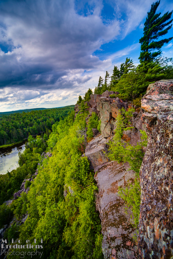 Eagle's Nest Trail Lookout, cliffs HDR, Ottowa Canada