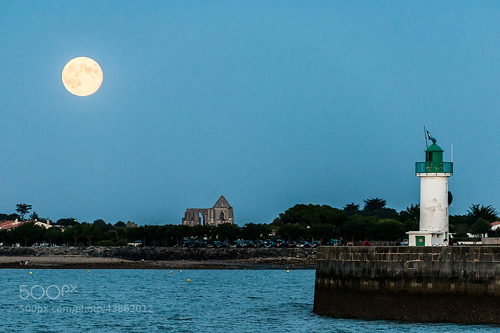 Photograph Full moon at La Flotte en Ré by Pierre Nadler on 500px